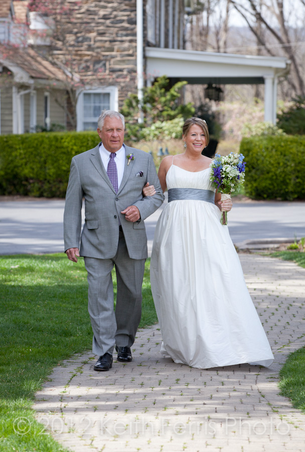 the bride and her father outside the Inn