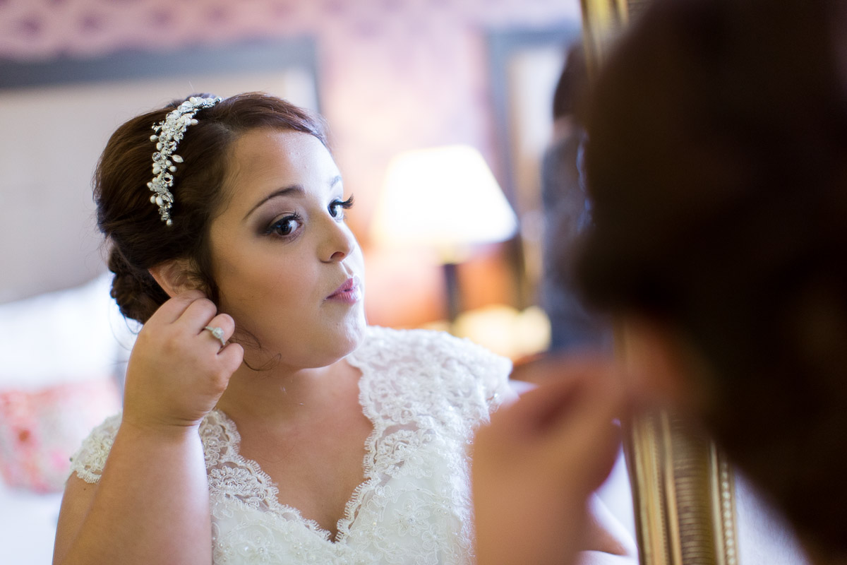 bride getting ready in Poughkeepsie
