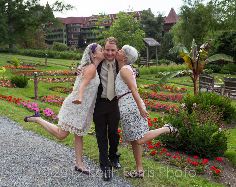 The groom and his sisters